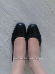 Продам брендовые кожанные лаковые туфли