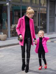 2 розовых плаща для мамы и дочки