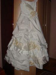 Красивое платье в хорошем состоянии 600 гр