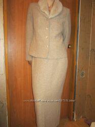 Красивый осенне-весенний костюм 46 размера