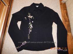 Черная рубашка с вышивкой