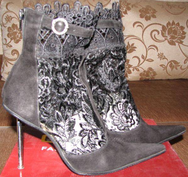 Замшевые туфли-ботильоны