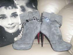 Красивые замшевые ботинки 38р