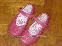 Туфли на девочку  Clarks  7 р. и 8, 5 р.