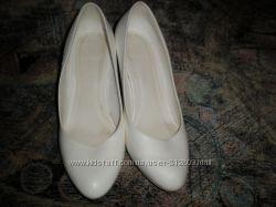 Продам весільні туфлі.