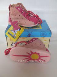 Розпродаж якісного взуття. Супер низькі ціни. Хлопчикам і дівчаткам.