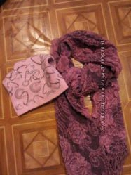 тёпленькая красивая шапочка со стразами в наборе с шарфом