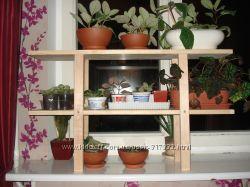 Деревянная подставка под цветы на окно