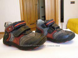 Продаю детские демисезонные ботинки 21 размер фирма BEEKO