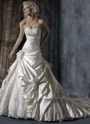 Новое шикарное свадебное платье со шлейфом, размер 44-46