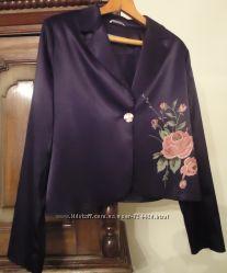 Атласный пиджак с розой, р. 48