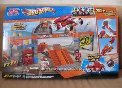 Конструкторы Mega Bloks Hot Wheels 382 детали и замок Fisher Price США