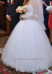 Весільне плаття, туфлі, шубка-болеро