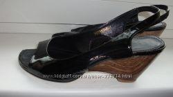 Босоножки лакированная кожа 36 размер