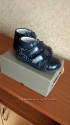 Красивые ботиночки Bata для девочки размер 24