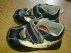 новые ботинки 21-22 разм