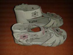 Красивые кожаные босоножки для девочки