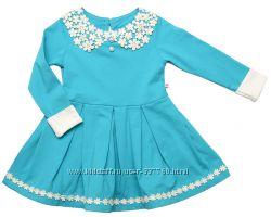Платье с ажурным воротником.