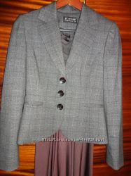 Деловой стильный пиджак