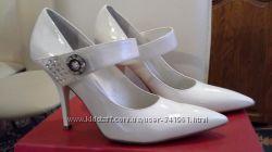 белые туфли QUEEN