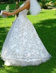 Недорого счастливое свадебное платьице