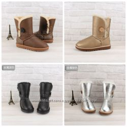 UGG Australia Bailey Button Short кожа с пуговицей  натур. овчина, 85 дол.