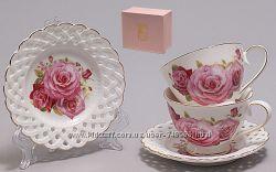 Очень красивые фарфоровые чашки с ажурными блюдцами в подарочной упаковке