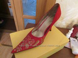 Туфли 40 размер с вышивкой