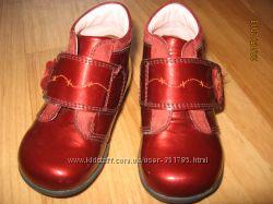 Красивейшие лаковые ботиночки 20 размер