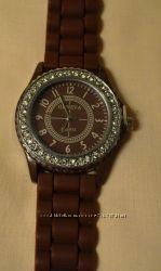 Стильные часы Geneva