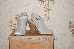 Класнючие босоноги фирмы Bernardo 39, размер