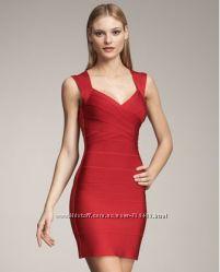Красное бандажное платье от дизайнера Herve Leger