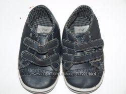 Пинетки-кроссовки отличное состояние для первых шагов и красоты
