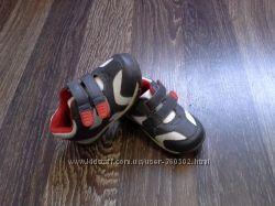 фирменные кроссовки на мальчика 20. 5 разм