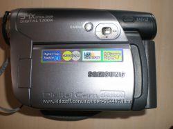 Видеокамера Samsung VP-DC171и телефон