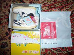 Фирменные детские кожанные кроссовки р. 23 Фламинго