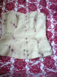 корсет с вышивкой