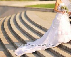 Продам платье с шикарным шлейфом