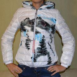 Продам новую модную короткую белую куртку-пуховик с рисунком. В наличии.