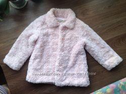 Демисезонная плюшевое пальто на девочку рост 104 отличного состояния