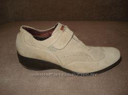 Продам ботинки BATA РАЗМЕР40