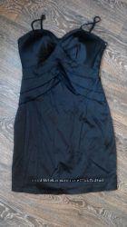 Красивое строгое чёрное платье. С чашкой. Размер 42-44.