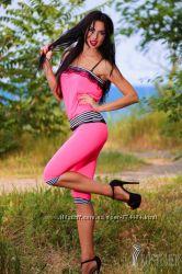 В наличии летний женский розовый костюм. Размер М-Л. Топ и бриджи.