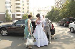 Свадебное платье, очень красивое, очень легкое, белое
