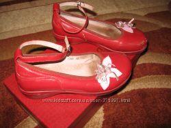 Красные туфли с цветами  33 размер
