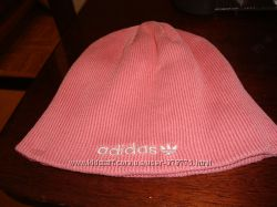 Спортивная шапка Adidas.