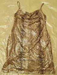 блестящее платье под кожу змеи