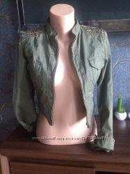Next Коротенький стильный пиджачок с погонами
