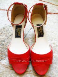 Стильные красные кожаные босоножки 38 р-р КРЫМ