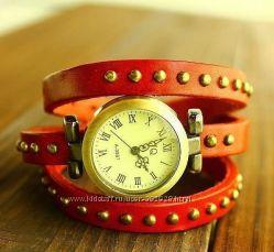 Женские наручные часы с длинным кожаным ремешком